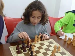 L'Héctor, de cinquè, jugant una partida.